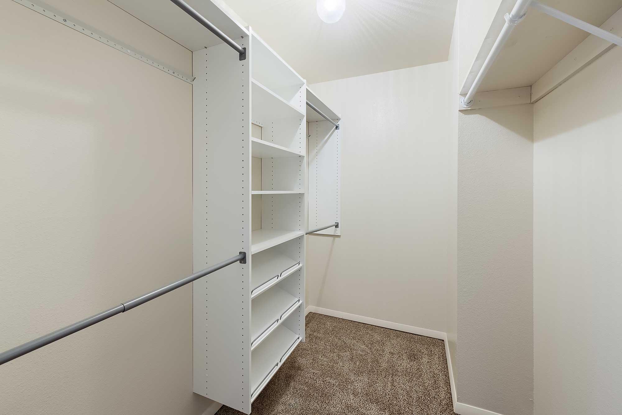 Bedroom-Walk-in-Closet